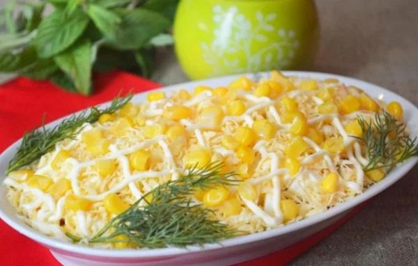 Салат с тунцом классический с кукурузой и майонезом
