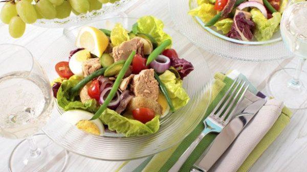 Салат с тунцом консервированным: классический рецепт