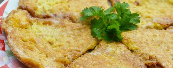 Ленивые чебуреки из вафельных коржей в кляре: рецепт на сковороде
