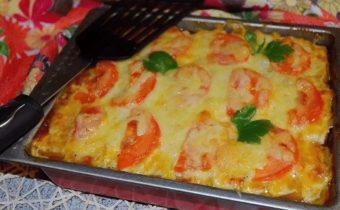 Кабачки в духовке с сосисками, помидорами и сыром