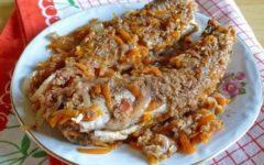 Филе минтая в мультиварке с морковью, луком и сыром