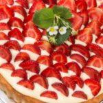 Заливной пирог с клубникой и сметаной: рецепт с фото в духовке