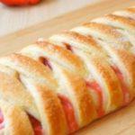 Пирог - косичка из слоеного теста с клубникой: рецепт с фото