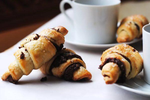 Рогалики из творога: очень вкусный рецепт с шоколадом