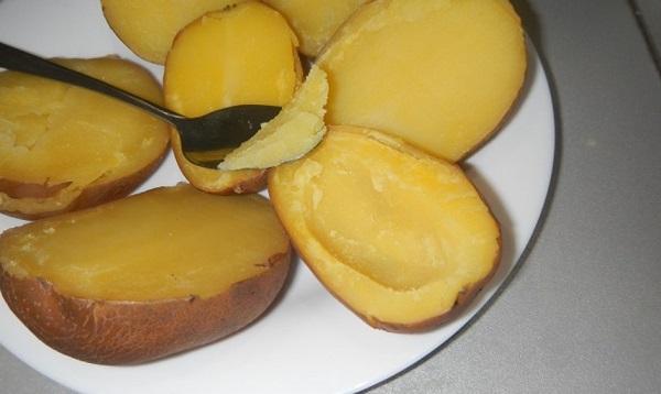 Картофель с фаршем в духовке лодочки