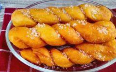 Корейские пончики косички с кунжутом